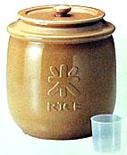 陶器の米びつ